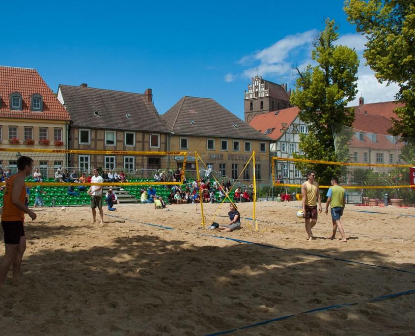 Beachvolleyball direkt am Rathaus in Angermünde